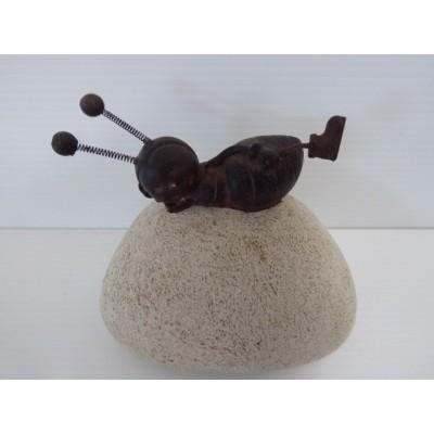 Hormiga Sobre Piedra Artificial 9 cm